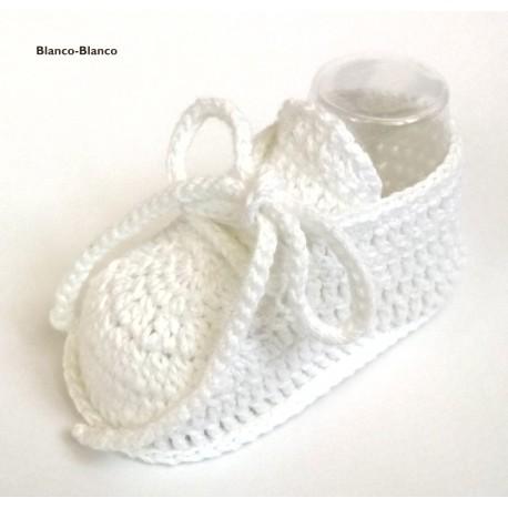 Patucos deportivos de ganchillo para bebés 0-3 meses y 3-6 meses.
